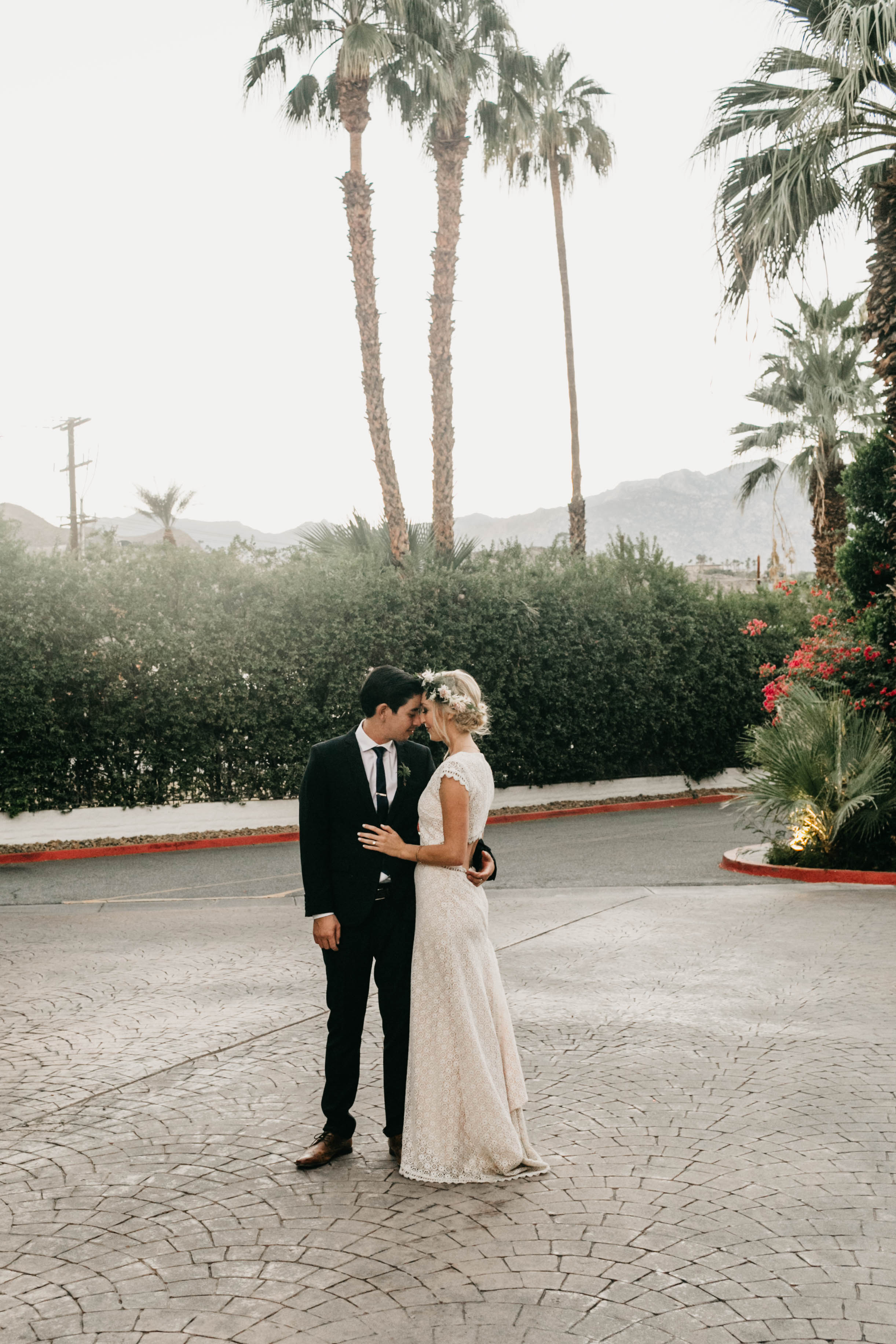 An Elegant and Classy Palm Springs Wedding at le Parker Meridian by a California Wedding Photographer Kadi Tobin